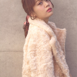 簡単ヘアアレンジ ブラウン フェミニン ミディアム ヘアスタイルや髪型の写真・画像