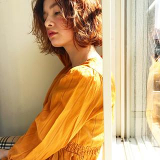 切りっぱなし ショート アウトドア ハイトーン ヘアスタイルや髪型の写真・画像