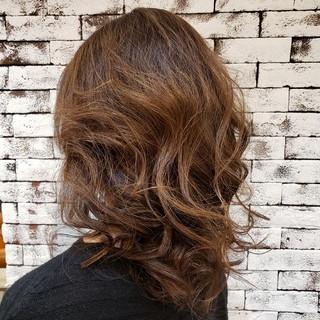 ゆるふわセット ミディアム くすみカラー フェミニン ヘアスタイルや髪型の写真・画像