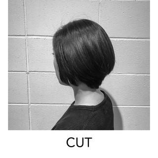 マッシュショート 暗髪 切りっぱなしボブ 外国人風 ヘアスタイルや髪型の写真・画像