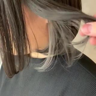 インナーカラーグレー ナチュラル インナーカラーホワイト インナーカラー ヘアスタイルや髪型の写真・画像