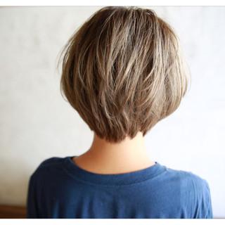 アッシュ ショートボブ 外国人風 前髪あり ヘアスタイルや髪型の写真・画像