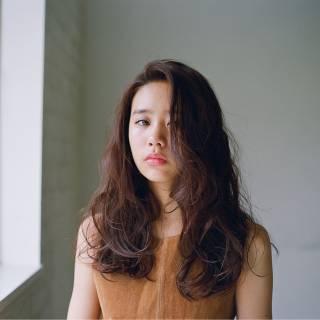 外国人風 春 大人かわいい ウェーブ ヘアスタイルや髪型の写真・画像