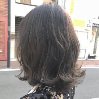 外ハネ グレージュ ベージュ ブラウン ヘアスタイルや髪型の写真・画像