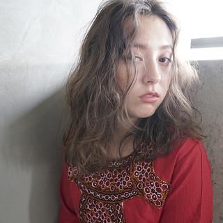 外国人風 ナチュラル アンニュイ 抜け感 ヘアスタイルや髪型の写真・画像