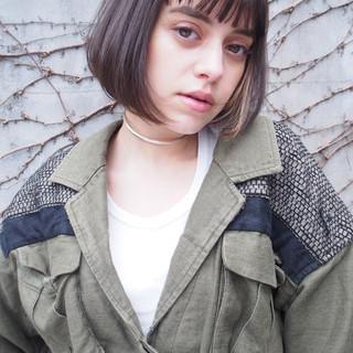 アッシュ ナチュラル ニュアンス 前髪あり ヘアスタイルや髪型の写真・画像