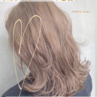 グレージュ ブリーチ デート ブリーチカラー ヘアスタイルや髪型の写真・画像