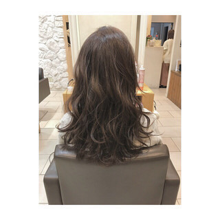 ミルクティーベージュ 外国人風カラー 上品 ロング ヘアスタイルや髪型の写真・画像 ヘアスタイルや髪型の写真・画像