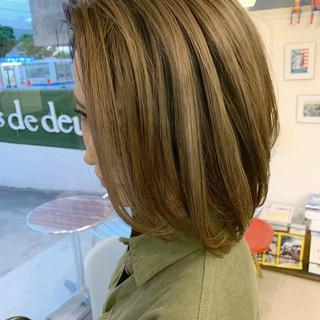 エアータッチ ショートボブ ストリート 切りっぱなしボブ ヘアスタイルや髪型の写真・画像