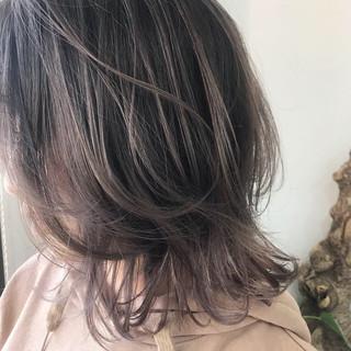 ミディアム ラベンダーグレージュ ニュアンスウルフ ナチュラル ヘアスタイルや髪型の写真・画像
