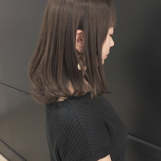 ゆるふわ グレージュ 透明感 ナチュラル ヘアスタイルや髪型の写真・画像