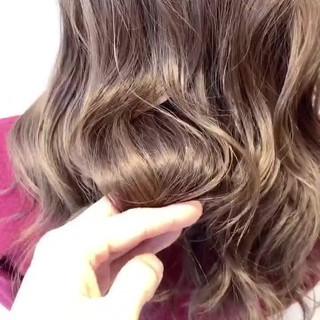 外国人風 ハイトーン セミロング グレージュ ヘアスタイルや髪型の写真・画像