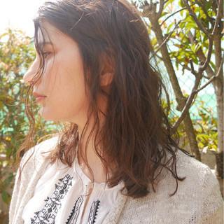 ヘアアレンジ ウェーブ パーマ ナチュラル ヘアスタイルや髪型の写真・画像