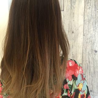 ガーリー アッシュグレージュ ロング グラデーションカラー ヘアスタイルや髪型の写真・画像
