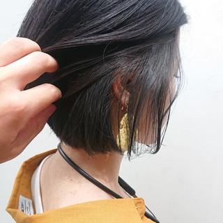 ナチュラル 外ハネ インナーカラー グレージュ ヘアスタイルや髪型の写真・画像