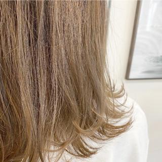 切りっぱなしボブ グラデーションカラー ミルクティーベージュ 透明感 ヘアスタイルや髪型の写真・画像