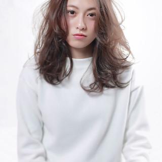 ブラウン 外国人風 セミロング 大人女子 ヘアスタイルや髪型の写真・画像