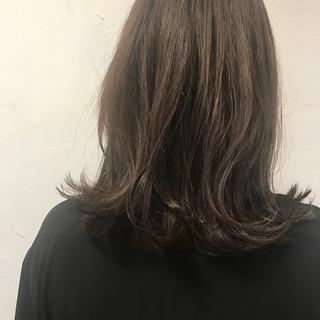 グレージュ ナチュラル ボブ 切りっぱなし ヘアスタイルや髪型の写真・画像