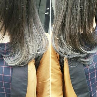 ストリート セミロング グレージュ 暗髪 ヘアスタイルや髪型の写真・画像