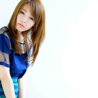 レイヤーカット セミロング 大人かわいい 外国人風 ヘアスタイルや髪型の写真・画像