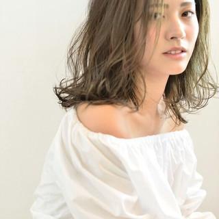 ゆるふわ ルーズ ミディアム ウェーブ ヘアスタイルや髪型の写真・画像