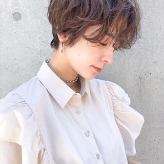 ゆるふわパーマ ショート ナチュラル マッシュショート ヘアスタイルや髪型の写真・画像