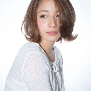 ストリート フェミニン ミディアム パーマ ヘアスタイルや髪型の写真・画像