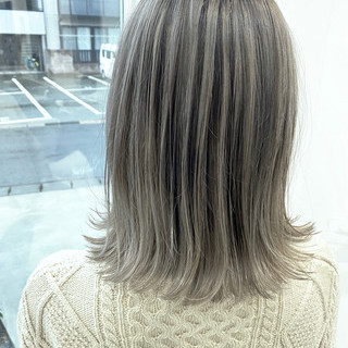 ハイライト ホワイトアッシュ バレイヤージュ ストリート ヘアスタイルや髪型の写真・画像