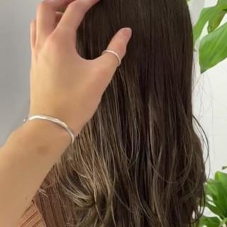 アッシュグレージュ グレーアッシュ ブラウンベージュ ベージュ ヘアスタイルや髪型の写真・画像