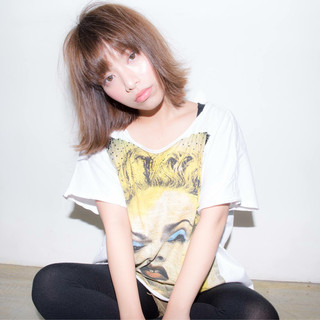 ラフ 外国人風 ストレート アンニュイ ヘアスタイルや髪型の写真・画像