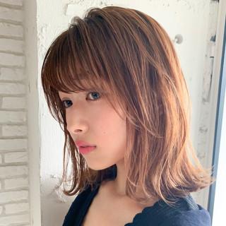 前髪パーマ シースルーバング 前髪あり ナチュラル ヘアスタイルや髪型の写真・画像