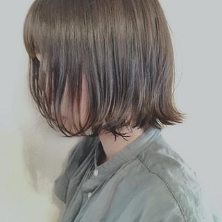 ミルクティーベージュ 切りっぱなしボブ ボブ ナチュラル ヘアスタイルや髪型の写真・画像