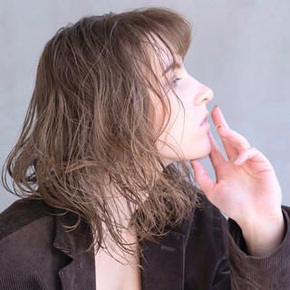 外国人風 アディクシーカラー ミディアム アンニュイほつれヘア ヘアスタイルや髪型の写真・画像