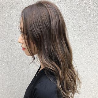 ロング ナチュラル グレージュ ハイライト ヘアスタイルや髪型の写真・画像