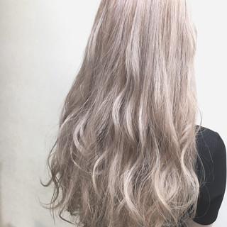 シルバー ロング ハイトーンカラー ホワイトシルバー ヘアスタイルや髪型の写真・画像