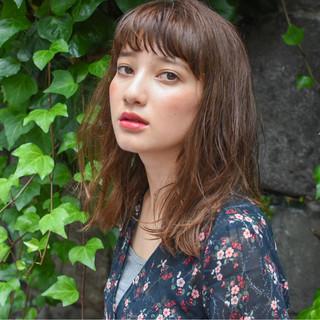 セミロング 透明感 外国人風 フェミニン ヘアスタイルや髪型の写真・画像