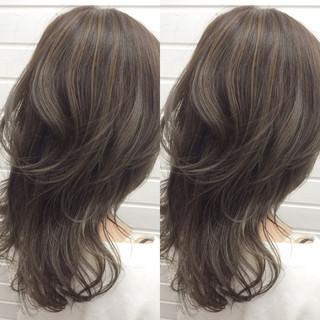 外国人風 ハイライト グレージュ 暗髪 ヘアスタイルや髪型の写真・画像