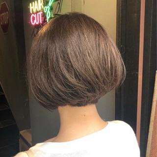 アッシュベージュ ナチュラルベージュ ベージュ ミルクティーベージュ ヘアスタイルや髪型の写真・画像