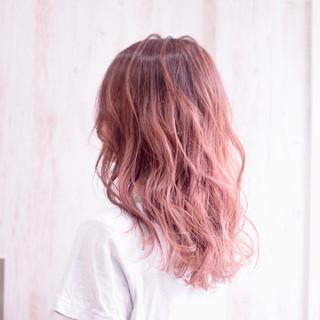 ピンクベージュ グラデーションカラー ピンクラベンダー ラズベリーピンク ヘアスタイルや髪型の写真・画像