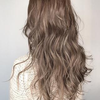 ロング 外国人風カラー ウェットヘア アッシュ ヘアスタイルや髪型の写真・画像 ヘアスタイルや髪型の写真・画像