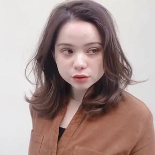 ミディアムヘアー アンニュイほつれヘア ガーリー うる艶カラー ヘアスタイルや髪型の写真・画像