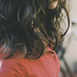 ミディアム ウェーブ ベージュ ハイライト ヘアスタイルや髪型の写真・画像