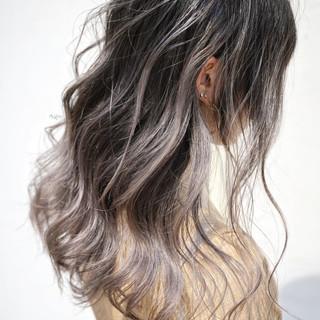 外国人風カラー グレージュ ロング ハイライト ヘアスタイルや髪型の写真・画像