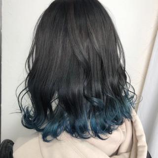 ブルーアッシュ セミロング 裾カラー ナチュラル ヘアスタイルや髪型の写真・画像