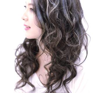 アッシュ エレガント 個性的 ハイライト ヘアスタイルや髪型の写真・画像