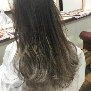 ガーリー 外国人風 ベージュ グラデーションカラー ヘアスタイルや髪型の写真・画像