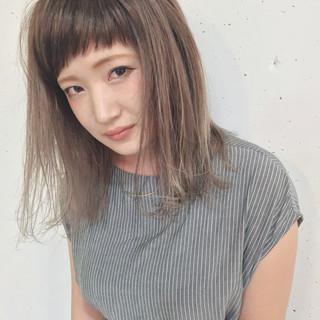 グラデーションカラー くせ毛風 外国人風 ミディアム ヘアスタイルや髪型の写真・画像