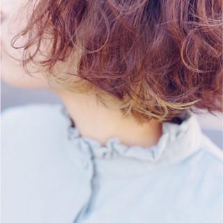 インナーカラー パーマ レッド ボブ ヘアスタイルや髪型の写真・画像