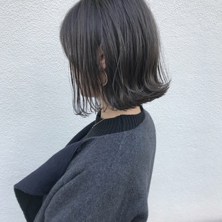 切りっぱなし 外ハネ ロブ ボブ ヘアスタイルや髪型の写真・画像