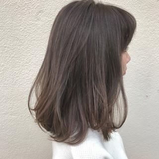 ミディアム グレージュ ハイライト 外国人風 ヘアスタイルや髪型の写真・画像